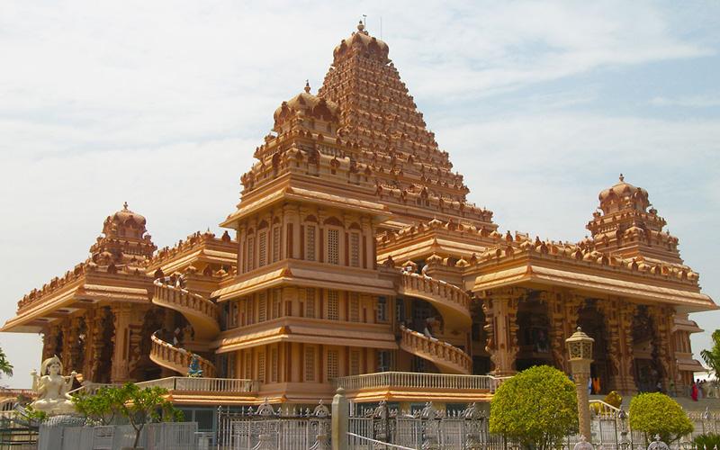 معبد چاتارپور دهلی